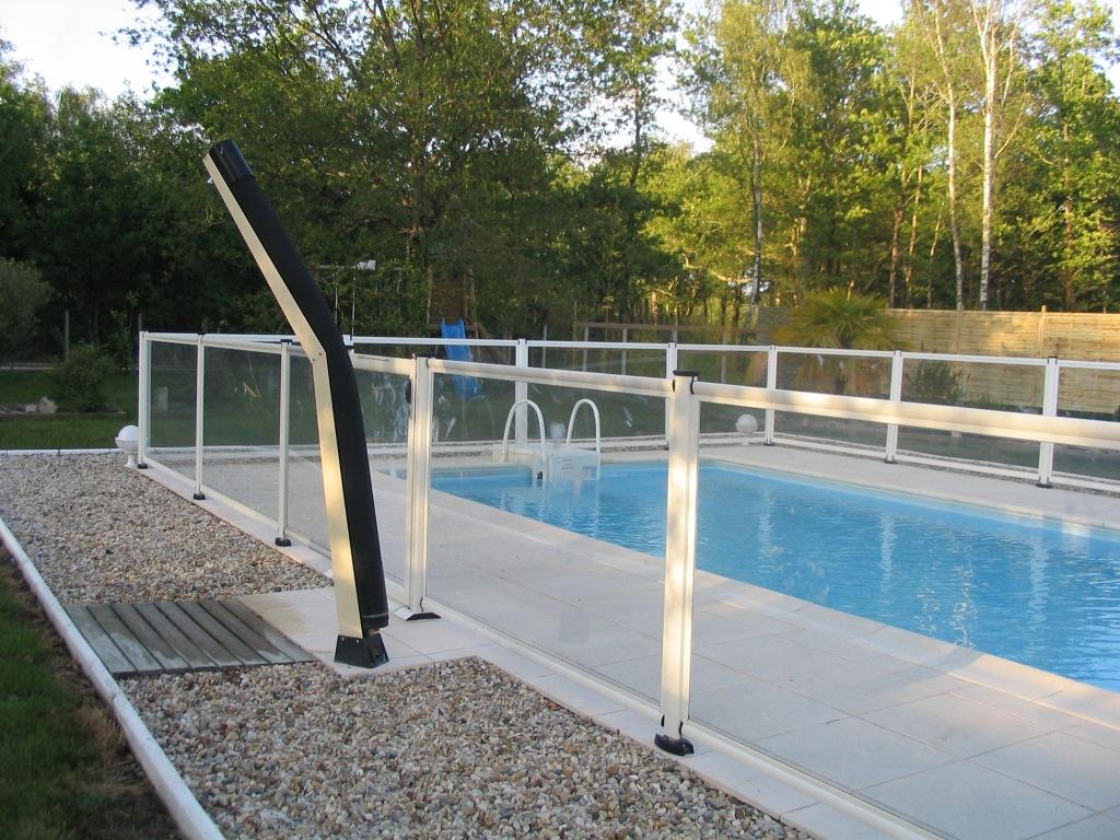 Barreras de protecci n para piscinas piscinas desjoyaux for Barriere de securite pour piscine