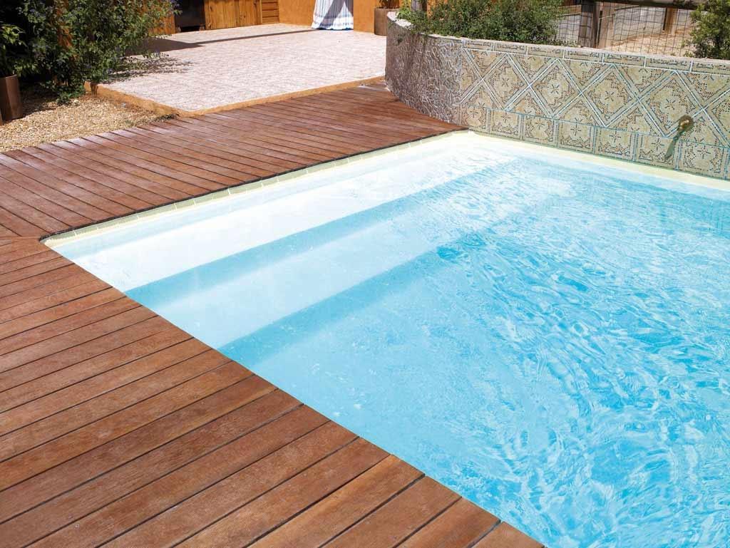 Escaleras para piscinas piscinas desjoyaux for Prix piscine desjoyaux 9x4 5