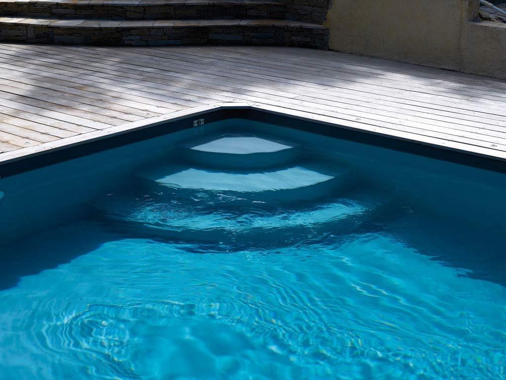 Escaleras para piscinas piscinas desjoyaux for Piscina de natacion