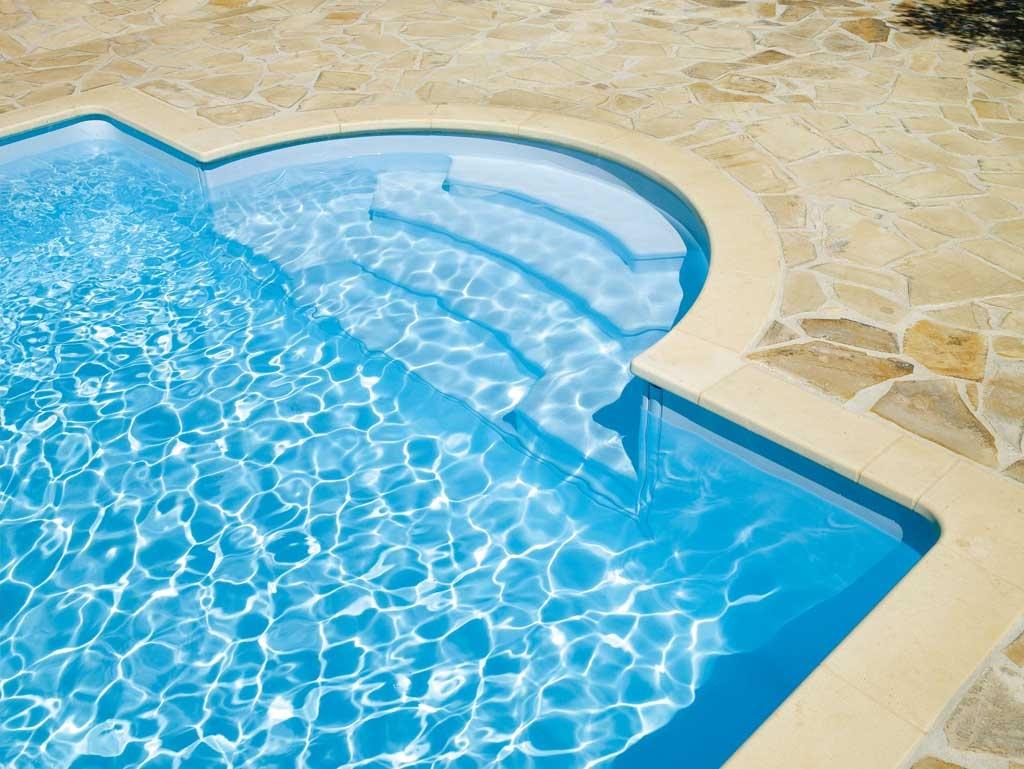 Escaleras para piscinas piscinas desjoyaux for Piscina piscina