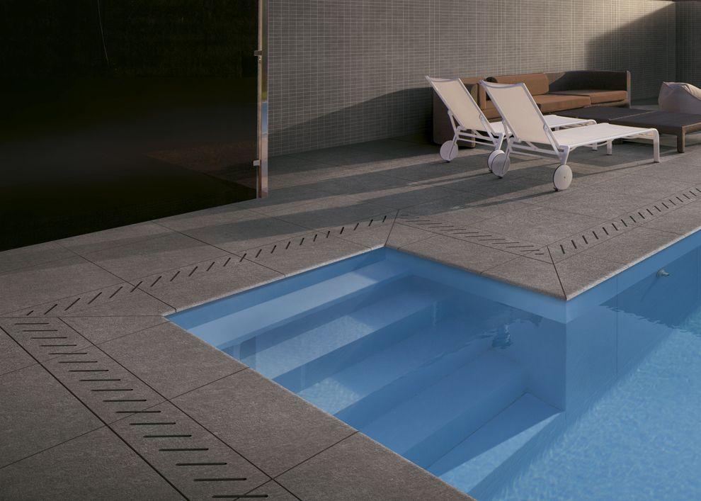Escaleras para piscinas piscinas desjoyaux for Rejillas para piscinas