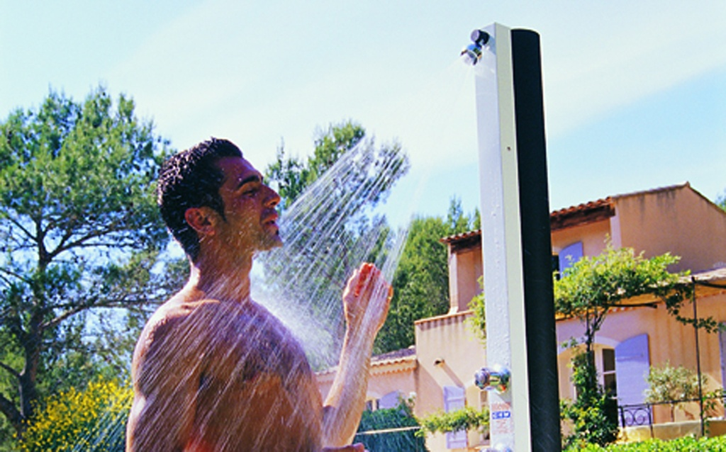Ducha solar para piscinas piscinas desjoyaux - Duchas para piscinas ...